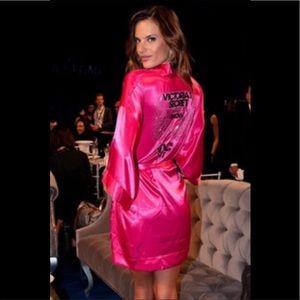 NWT NYC Victoria's Secret fashion show robe 2011